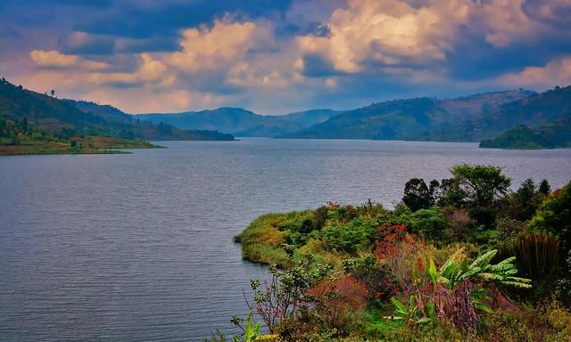 lake bunyonyi tours